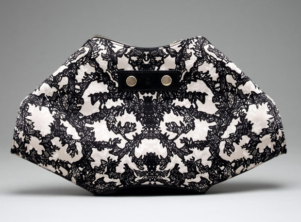 Alexander-McQueen-De-Manta-Lace-Print-Clutch